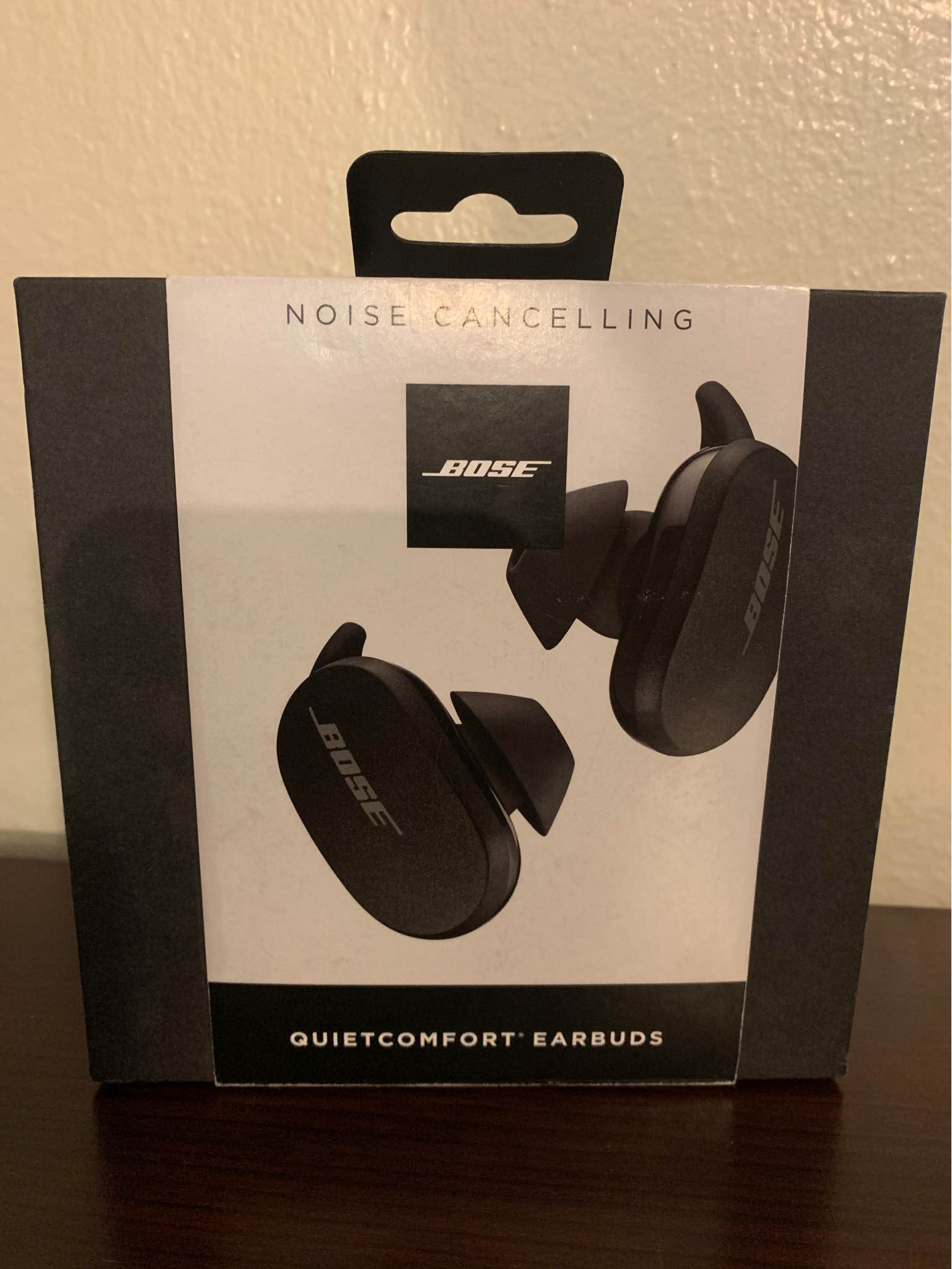 Bose QuietComfort Noise Cancelling Earbuds-Box