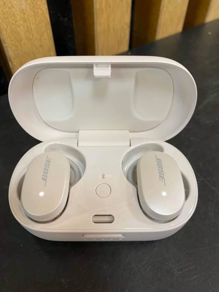 Bose QuietComfort Noise Cancelling Earbuds with box