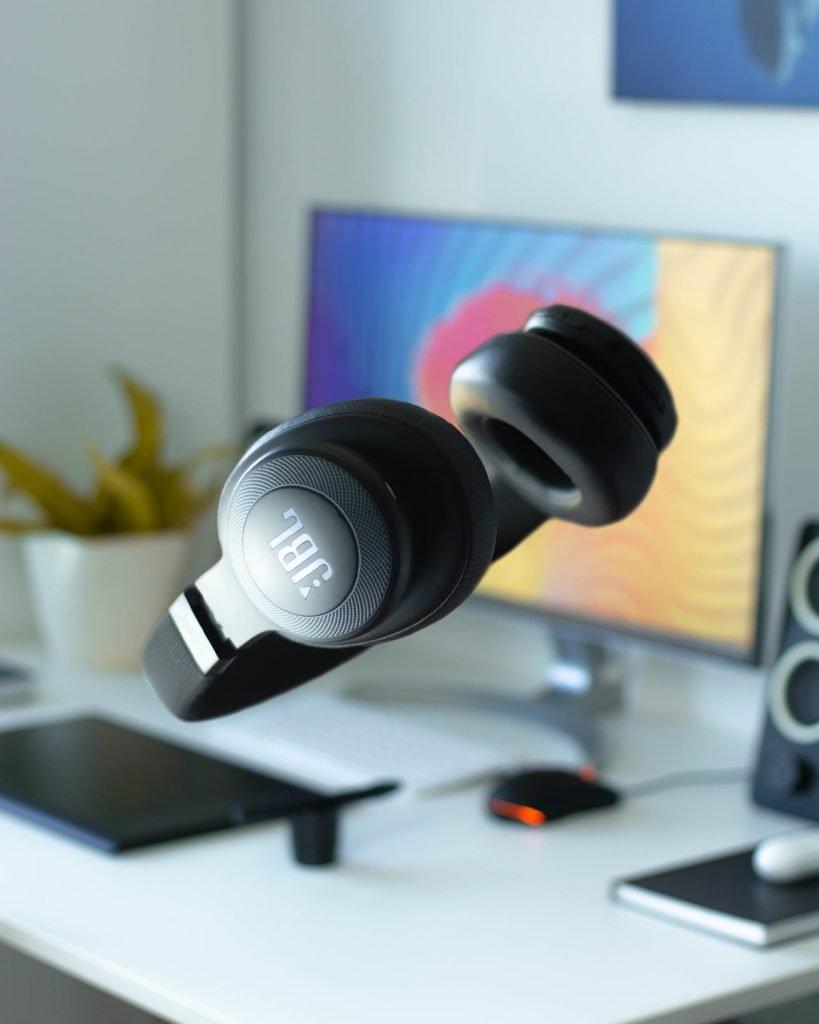 JBL LIVE 650BTNC Best JBL Noise Cancelling Headphones